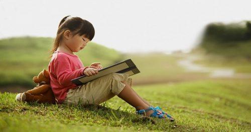 Tìm hiểu một số lợi ích của việc đọc sách đối với trẻ em
