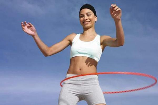 Các động tác của vòng sẽ liên tiếp tác động lên eo và làm nóng vùng mỡ bụng
