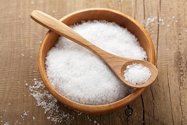 Hãy giảm thiểu tối đa muối trong thức ăn
