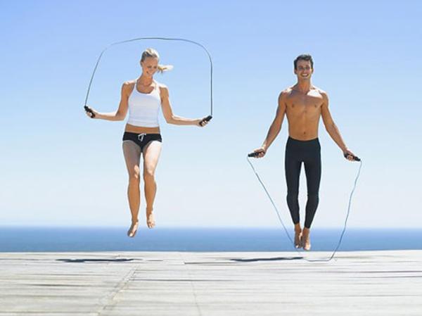 Nhảy dây đúng tần suất trong 30 phút giúp cơ thể tiêu hao được 450 calo